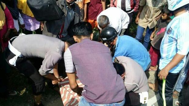 Jenazah Samsul dibawa ke Rumah Sakit Cut Mutia, Lhokseumawe.