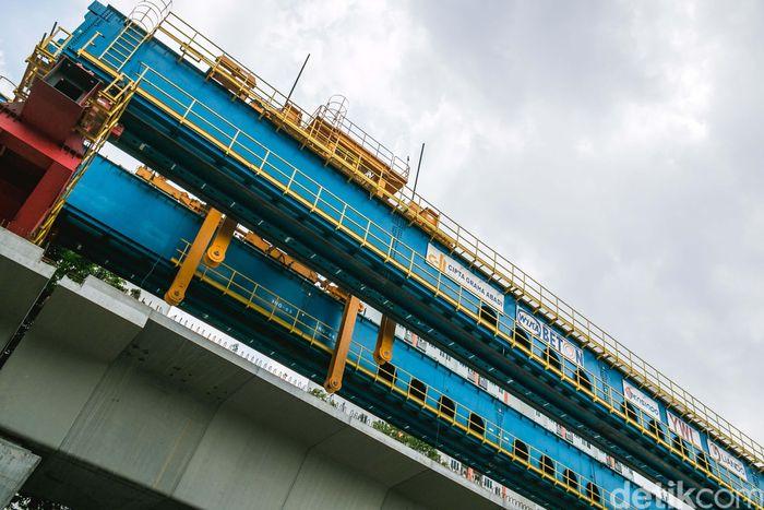 Proyek ini sudah menggunakan 26% (Rp 1,8 triliun) dari total budget yang diberikan (Rp 6.8 triliun).