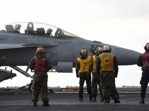Pilot Jet Menggambar Penis di Udara, Angkatan Laut AS Geram