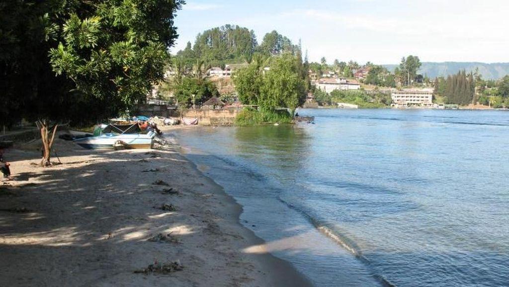 Danau Toba Ternyata Punya Pantai Pasir Putih
