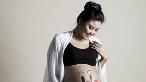 Zivanna Letisha Lahirkan Anak Pertama