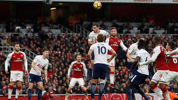 Arsenal tertinggal tiga poin dari Tottenham di klasemen Liga Primer Inggris.