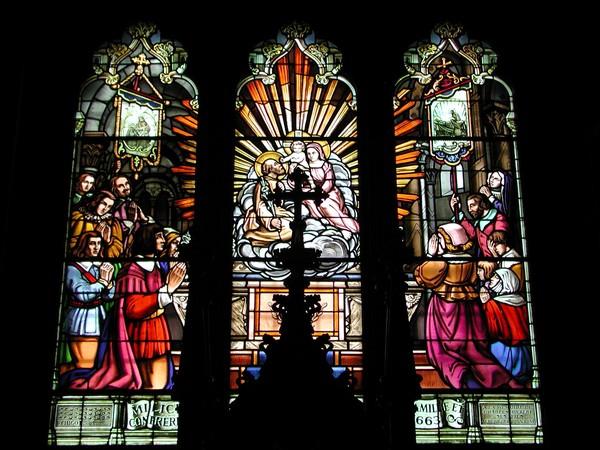 Gereja ini pun memiliki kaca patri yng cukup kompleks dan indah bukan main (Thinkstock)