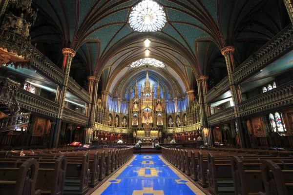 Atas keindahan dan popularitasnya, Gereja Katedral Notre Dame dikunjungi oleh sekitar 13 juta wisatawan setiap tahunnya (Thinkstock)