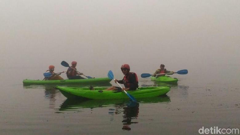 Ada yang Baru di Dieng, Merasakan Sensasi Mengayuh Kayak di Atas Awan