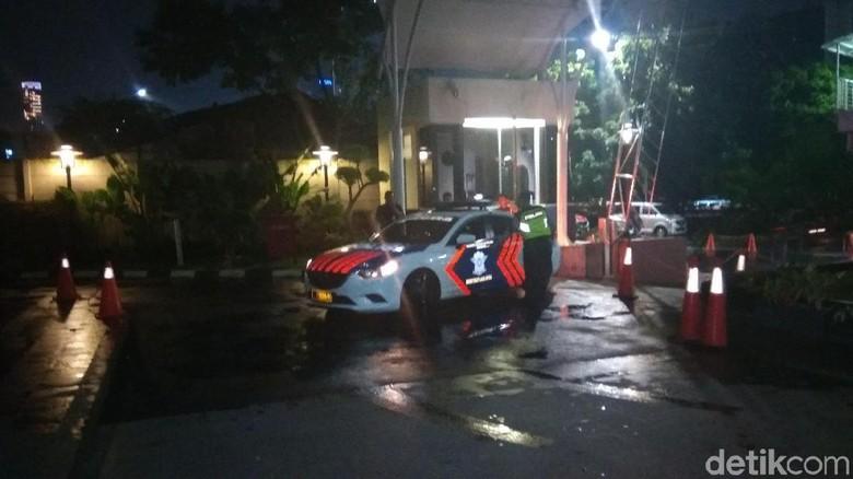 Jelang Jumpa Pers di RSCM, Mobil Patroli Polisi Masuk ke KPK