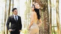 Selvi Kitty dan Rangga Ilham sudah menggelar lamaran. Pedangdut sekaligus aktris itu mengaku siap menikah tahun depan.Foto: dok Instagram