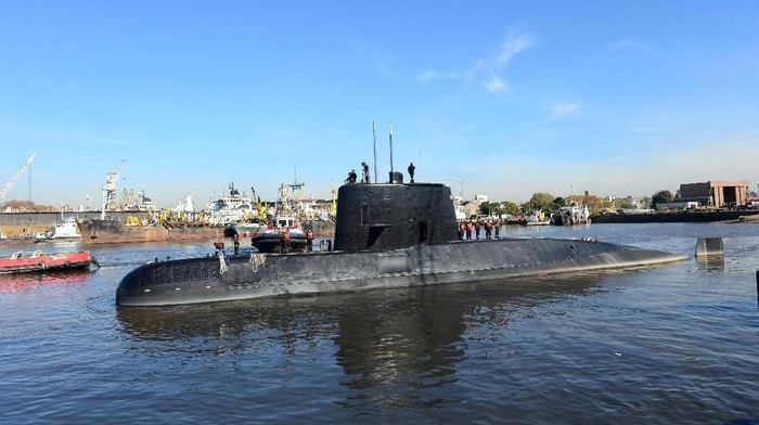 The Argentine military submarine ARA San Juan and crew are seen leaving the port of Buenos Aires, Argentina June 2, 2014. Picture taken on June 2, 2014. Armada Argentina/Handout via REUTERS ATTENTION EDITORS - THIS IMAGE WAS PROVIDED BY A THIRD PARTY.