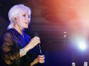 Kamu Tak Akan Sangka Jika Penyanyi Cantik Ini Sudah Berusia 71 Tahun