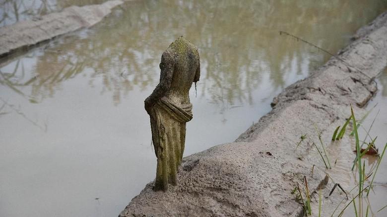 Banjir Merendam Patung-patung Yunani Kuno