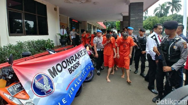 Markas Moonraker di Bogor Digerebek Polisi, 10 Orang Diciduk