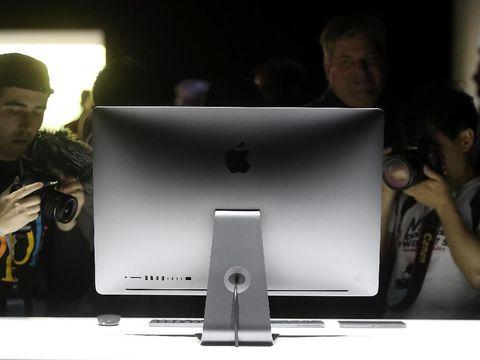 Salah satu mahakarya Johy Ive, iMac.