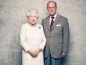 Ratu Elizabeth II Habiskan Lebih dari Rp 1/2 M untuk Kado Natal Staf Istana