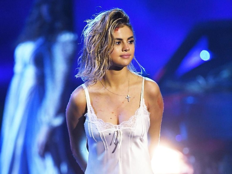 Selena Gomez, Benarkah Back 2 You untuk Justin Bieber?