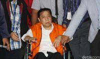 Novanto saat dibawa masuk ke Gedung Merah Putih.