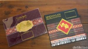 Unboxing 2 Versi Undangan Acara Adat dan Resepsi Kahiyang di Medan