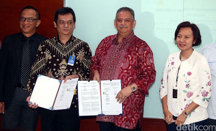 PLN baru saja menandatangani kontrak Engineering, Procurement, Construction (EPC) PLTMG sebesar 200 MW di Balai Pungut, Riau dan gardu induk (GI) 150 kV di Kalimantan Barat sebesar 60 MVA serta letter of acceptance (LoA) PLTU sebesar 100 MW di Sulawesi Selatan.