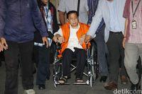 Novanto Ditahan Tanpa Kursi Roda, Pengacara: Kalau Tak Dipegang Jatuh