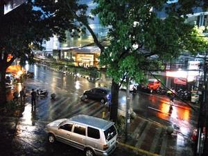 Warna Keramaian Kota Bandung Saat Hujan Menuju Reda