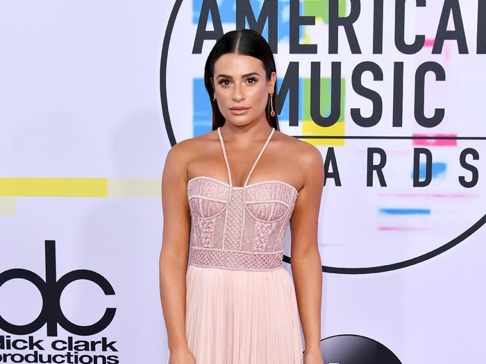 LOS ANGELES, CA - NOVEMBER 19: Lea Michele attends the 2017 American Music Awards at Microsoft Theater on November 19, 2017 in Los Angeles, California.  (Photo by Neilson Barnard/Getty Images)