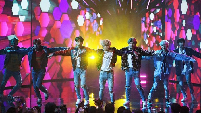 LOS ANGELES, CA - NOVEMBER 19:  BTS attends the 2017 American Music Awards at Microsoft Theater on November 19, 2017 in Los Angeles, California.  (Photo by Neilson Barnard/Getty Images)