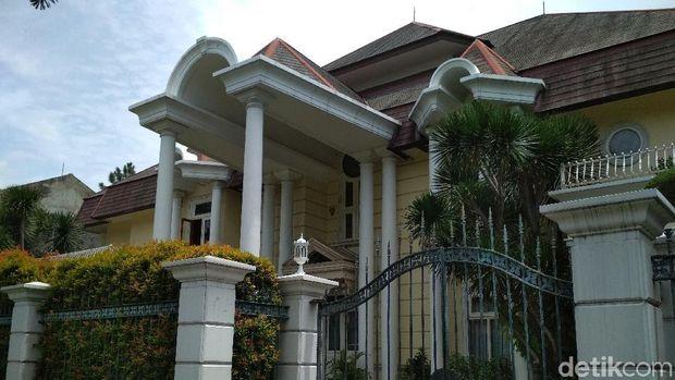 Menengok 4 Rumah Milik Novanto di Pondok Indah