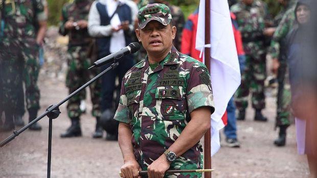 Panglima TNI Jenderal TNI Gatot Nurmantyo memberikan apresiasi berupa penghargaan kepada sejumlah prajurit TNI yang berhasil bebaskan sandera di Papua.