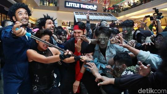 Aksi 5 Cowok Jagoan Melawan Zombie
