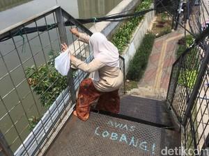 JPO Akses Stasiun Kampung Bandan Bolong, Warga Susah Melintas