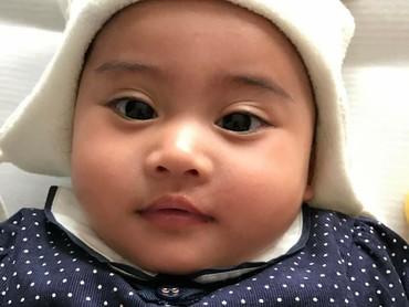 Lihat pipi chubby Vania, nggak tahan pengen nyubit deh. (Foto: Instagram/vaniaathabina24)