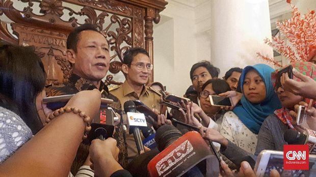 Mantan Gubernur DKI Jakarta Sutiyoso alias Bang Yos, didampingi oleh Sandiaga Uno, di Balai Kota, beberapa waktu lalu.