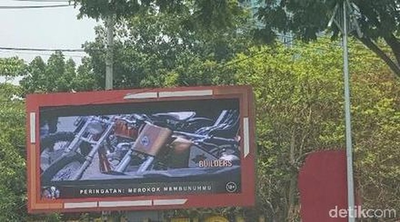 Reklame di Tapal Batas Surabaya Dipastikan Tak Berizin