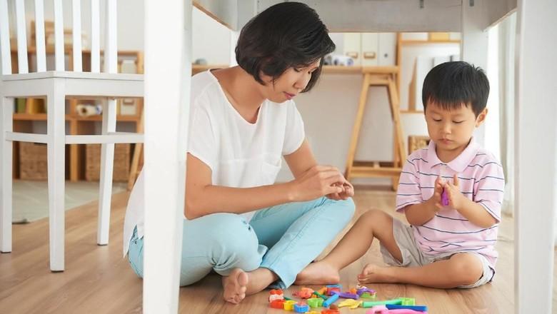 Ilustrasi ibu dan anak main bersama/ Foto: Thinkstock