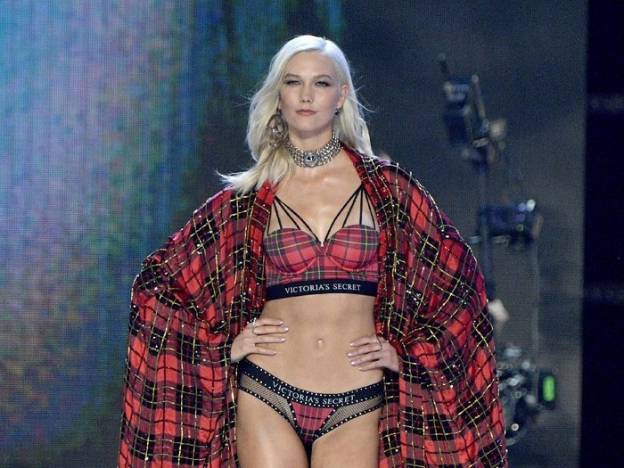 SHANGHAI, CHINA - NOVEMBER 20:  Model Karlie Kloss  walks the runway during the 2017 Victorias Secret Fashion Show In Shanghai at Mercedes-Benz Arena on November 20, 2017 in Shanghai, China.  (Photo by Frazer Harrison/Getty Images for Victorias Secret)