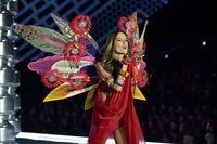 Banyak Kontroversi, Fashion Show Victoria's Secret Tahun Ini Dibatalkan