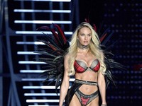 Candice Swanepoel Jadi Pembuka Show