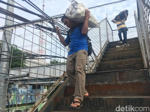 JPO Kampung Bandan Diperbaiki, Warga Tak Perlu Lagi Jalan Merayap