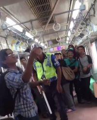 Heboh Ular Ikut 'Naik' KRL di Manggarai dan Bikin Ngeri Penumpang