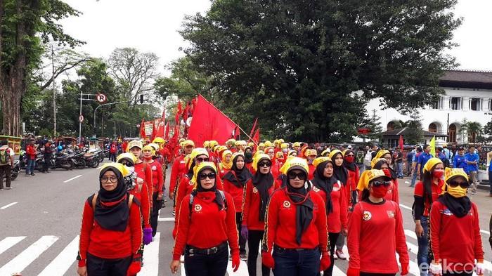 Demo Buruh UMK di Jabar