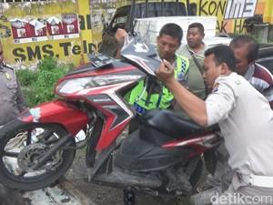 Akibat Sopir Pikap Ngantuk, Pasutri Pengedara Motor Jadi Korban