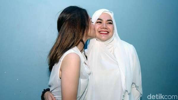 Strong Girls! Sarita Abdul Mukti dan Shafa Akan Terus Tersenyum