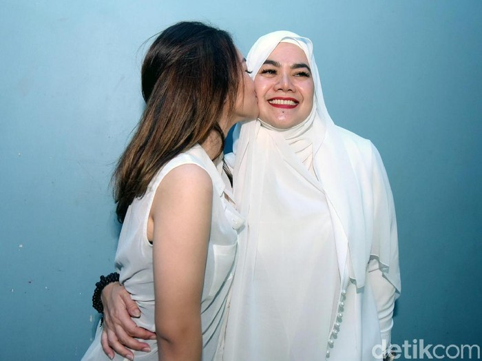 Sarita Abdul Mukti dan Shafa saat ditemui di studio Trans TV.
