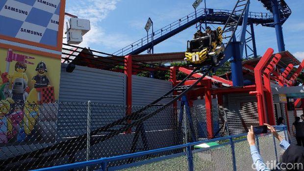 Lintasan roller coaster VR Legoland Malaysia