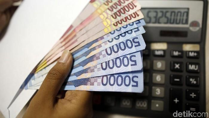 Illustrasi Uang Rupiah dan Dollar