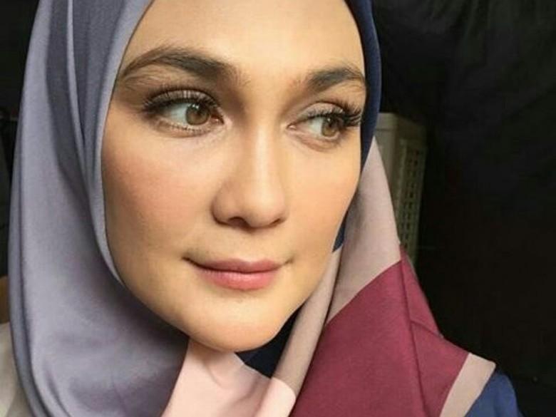 Tercyduk! Ada Foto Luna Maya Kenakan Hijab
