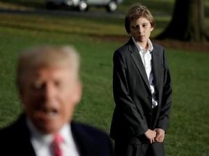 Ekspresi Anak Bungsu Trump Tunggu Sang Ayah Diwawancara