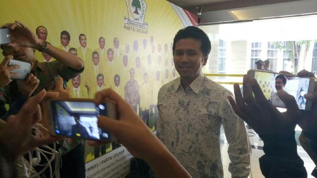 Datang ke DPP Golkar, Khofifah-Emil Terima Rekomendasi Pilgub Jatim