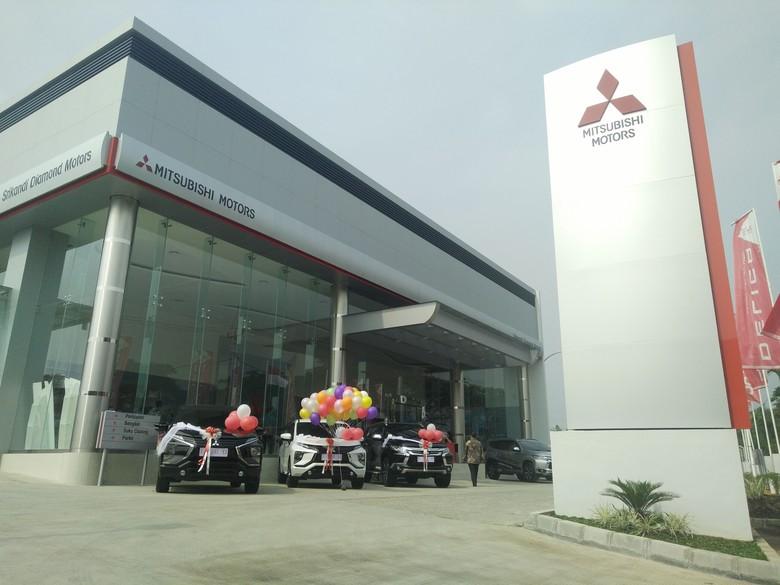 Diler pertama Mitsubishi di Karawang. Foto: Khairul Imam Ghozali