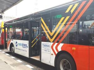 Cerita Sopir Bus dan Warga Naik Metrotrans