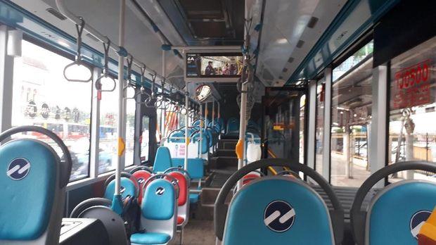 Interior bagian dalam bus Metrotrans
